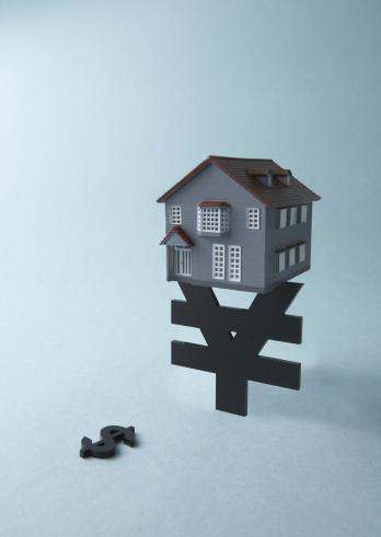 Economic fortune「Yen sign, dollar sign, and miniature house」:スマホ壁紙(19)