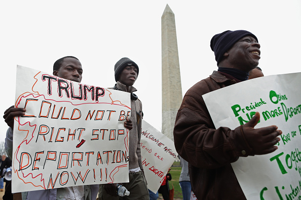 Chip Somodevilla「Activists Rally At White House Against Planned Raids Of Immigrant Families」:写真・画像(11)[壁紙.com]