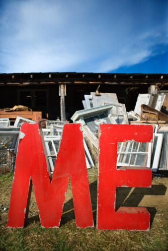Selfishness「ME letters in junkyard」:スマホ壁紙(12)