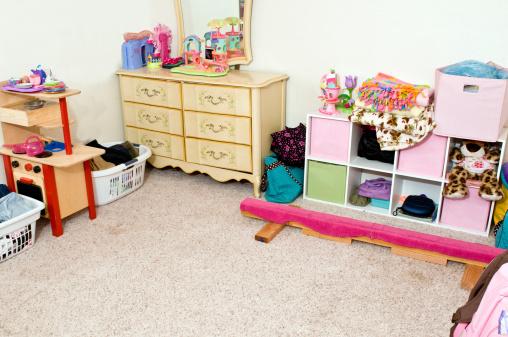 子供時代「すっきりとしたベッドルーム」:スマホ壁紙(19)