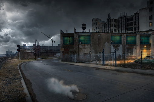 工場 夜景「Buildings in dilapidated industrial city」:スマホ壁紙(17)