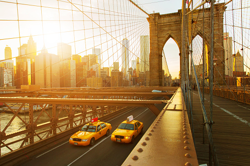 Hope - Concept「Taxis on The Brooklyn Bridge at sunset in New York」:スマホ壁紙(15)