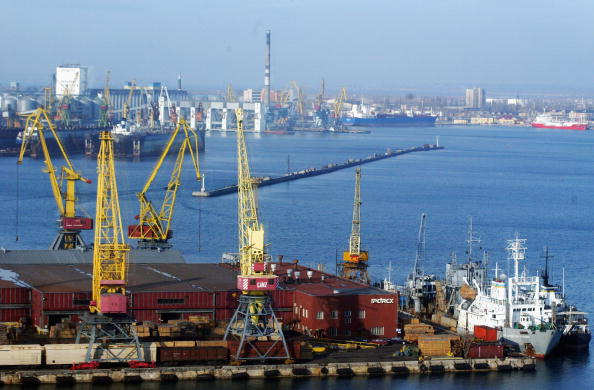 Commercial Dock「Cargo Ships Ply Their Trade At Odessa Port」:写真・画像(9)[壁紙.com]