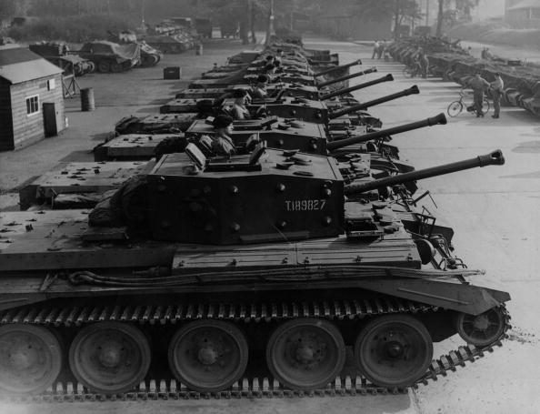 In A Row「Cromwell Tanks」:写真・画像(15)[壁紙.com]