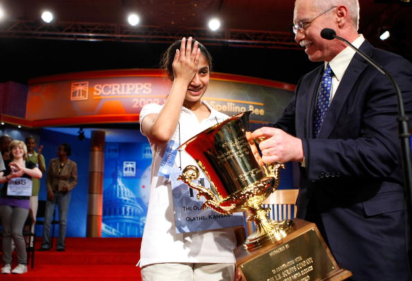 Rubbing「Students Compete For Honors At National Spelling Bee」:写真・画像(17)[壁紙.com]