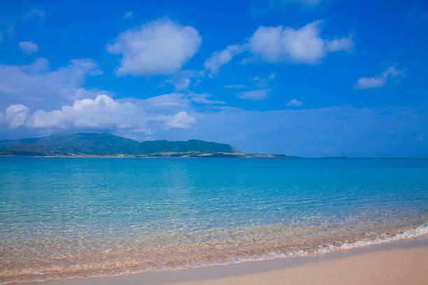 Blue Sky Over Beach:スマホ壁紙(壁紙.com)