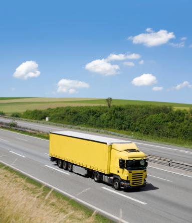 Passenger Cabin「Blue sky over yellow truck on a highway」:スマホ壁紙(10)