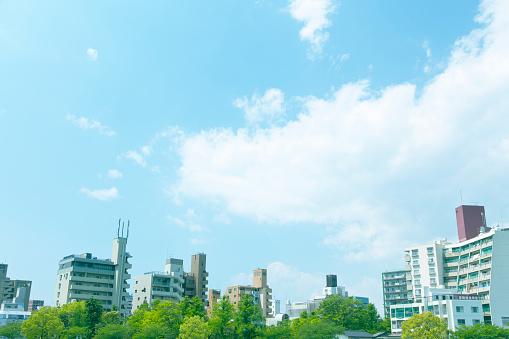 Japan「Blue sky over buildings」:スマホ壁紙(19)