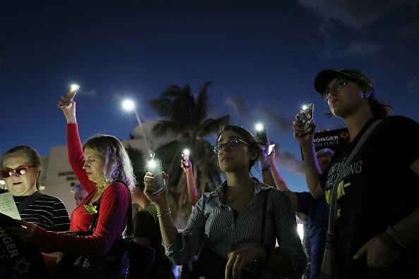 トップランキング「Vigil Held At Miami Beach Holocaust Memorial For Victims Of Synagogue Shooting」:写真・画像(8)[壁紙.com]