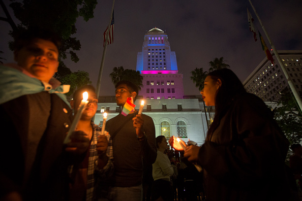 Shooing「Nation Mourns Victims Of Worst Mass Shooting In U.S. History」:写真・画像(7)[壁紙.com]