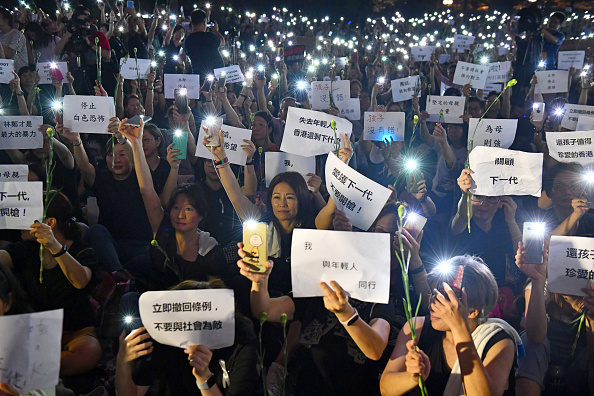 Mobile Phone「Hong Kongers Protest Over China Extradition Law」:写真・画像(2)[壁紙.com]
