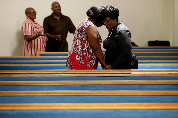 Hand「12 Dead In Mass Shooting At Virginia Beach Municipal Center」:写真・画像(16)[壁紙.com]