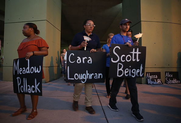 USA「First Funerals Held For Victims Of Parkland, FL High School Shooting」:写真・画像(15)[壁紙.com]