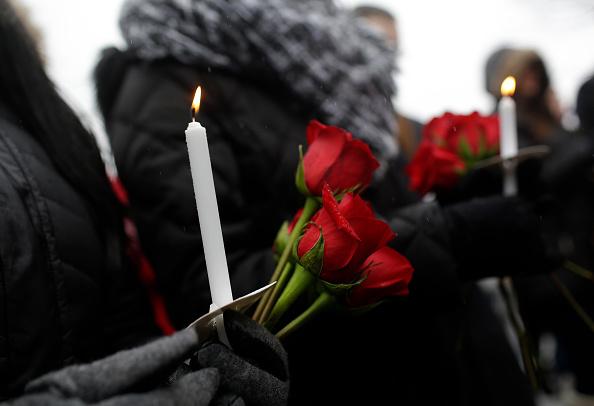 Illinois「Prayer Vigil Held At Site Of Workplace Shooting In Aurora, IL That Killed  5」:写真・画像(15)[壁紙.com]