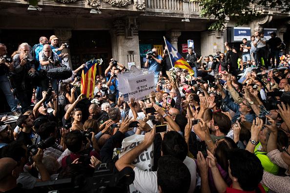 人物「Spanish Police Storm Catalan Government Buildings」:写真・画像(4)[壁紙.com]