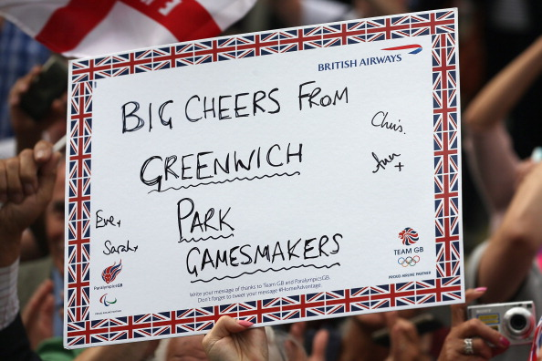 2012 Summer Paralympics - London「Messages Of Support Are Held Aloft During The Olympic Parade」:写真・画像(15)[壁紙.com]