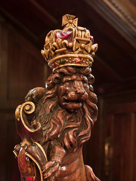 Vintner「Lion Newel Post In The Stair Hall」:写真・画像(0)[壁紙.com]