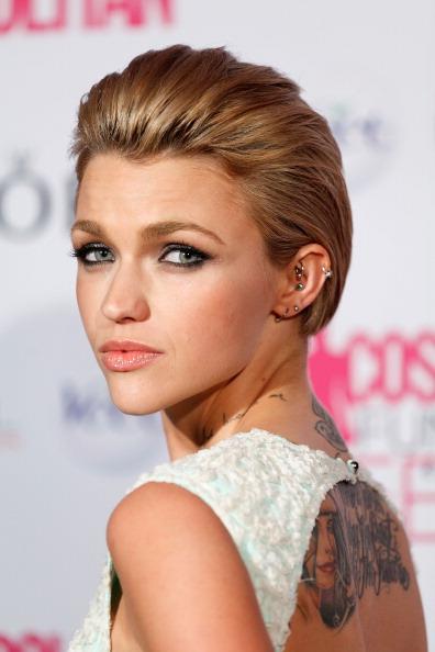 イヤリング「2012 Fun Fearless Female Awards」:写真・画像(4)[壁紙.com]