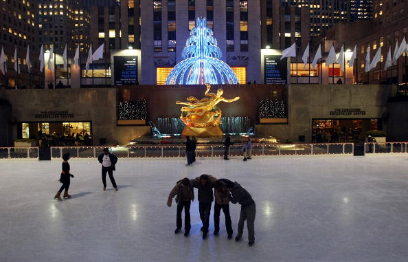 Ice Sculpture「Electric Fountain Art Installation Displayed In Rockefeller Center」:写真・画像(4)[壁紙.com]
