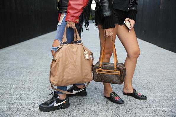 Louis Vuitton Purse「Street Style - New York Fashion Week September 2019 - Day 4」:写真・画像(18)[壁紙.com]