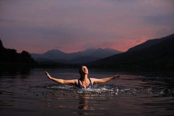 Tranquility「Enthusiast Enjoys Wild Swimming In A North Wales Lake」:写真・画像(9)[壁紙.com]