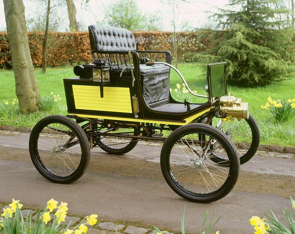 Desk Lamp「1900 Locomobile」:写真・画像(1)[壁紙.com]