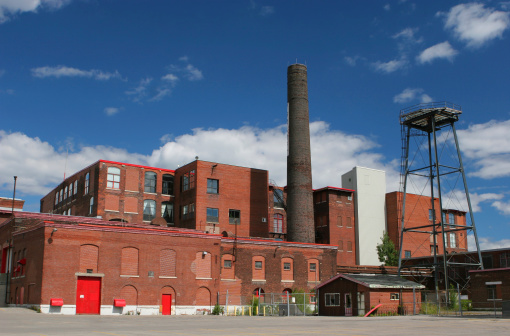 Going Out Of Business「Large and Old Brick Industrial Building」:スマホ壁紙(14)