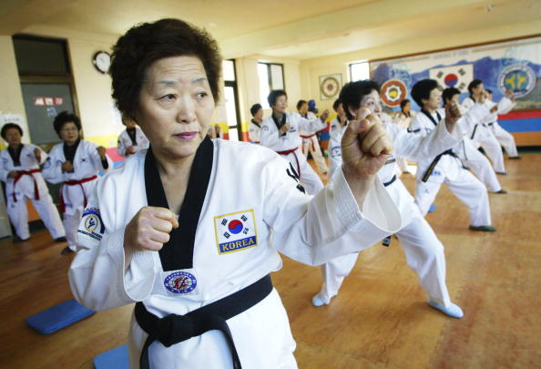 South Korea「South Korean Pensioners Practice Taekwondo」:写真・画像(13)[壁紙.com]