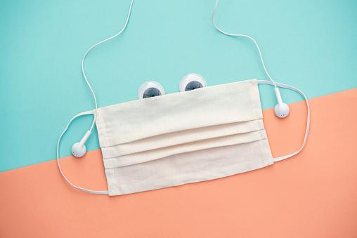Teenager「mondmasker met cartoon ogen en oortjes」:スマホ壁紙(6)