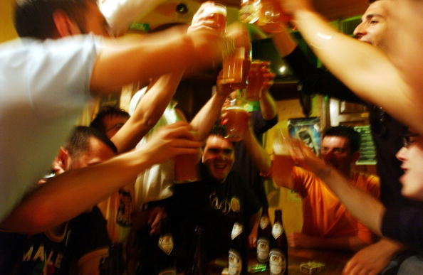 Drinking「Italian Youths Shop, Socialize And Party」:写真・画像(0)[壁紙.com]