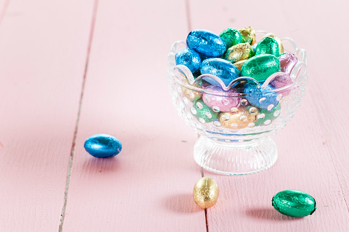 Chocolate Easter Egg「Glass bowl with chocolate Easter eggs」:スマホ壁紙(14)