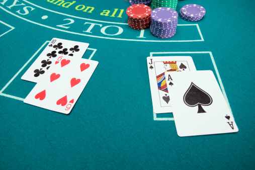 Competitive Sport「Cards and chips on betting table」:スマホ壁紙(7)