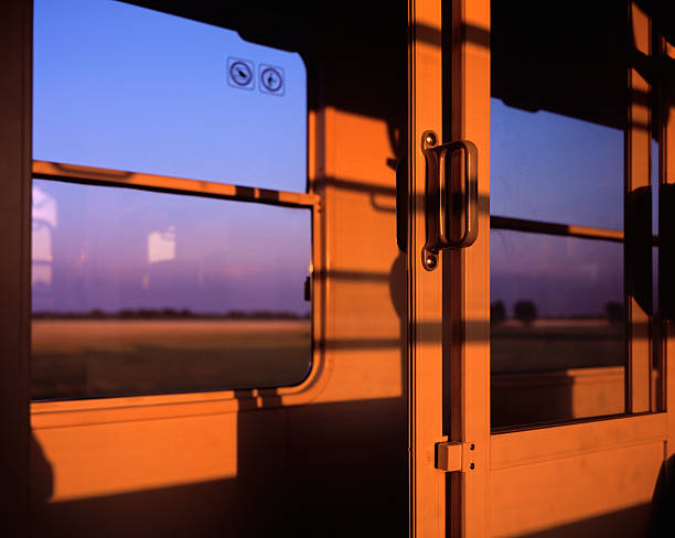 Train compartment door with passing landscape:スマホ壁紙(壁紙.com)