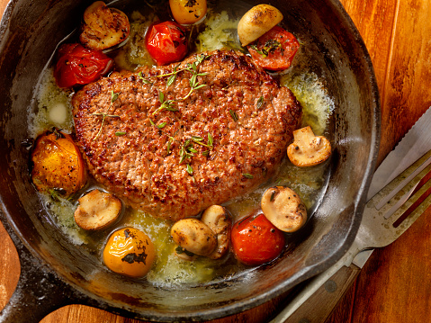 Cast Iron「Minute Steak with Tomatoes and Mushrooms」:スマホ壁紙(3)