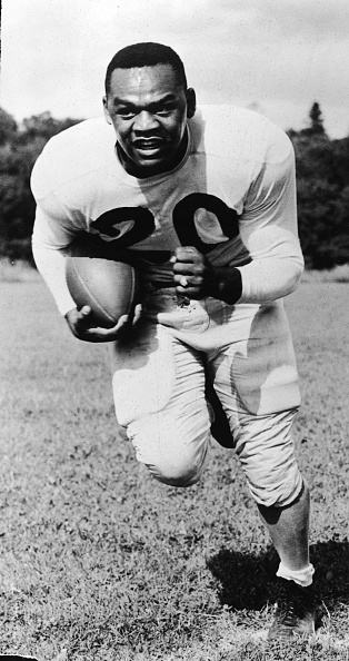 American Football Field「George Taliaferro Running With Football」:写真・画像(11)[壁紙.com]