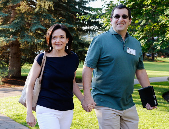 Husband「Business Leaders Meet In Sun Valley, Idaho For Allen And Co. Annual Conference」:写真・画像(6)[壁紙.com]