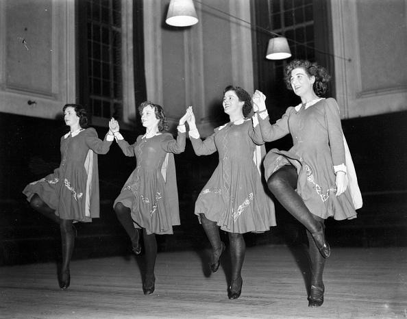 In A Row「Irish Folk Dancing」:写真・画像(2)[壁紙.com]