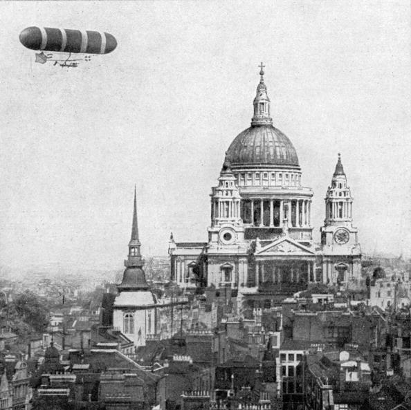 City Life「British military airship rounding St Paul's Cathedral」:写真・画像(11)[壁紙.com]