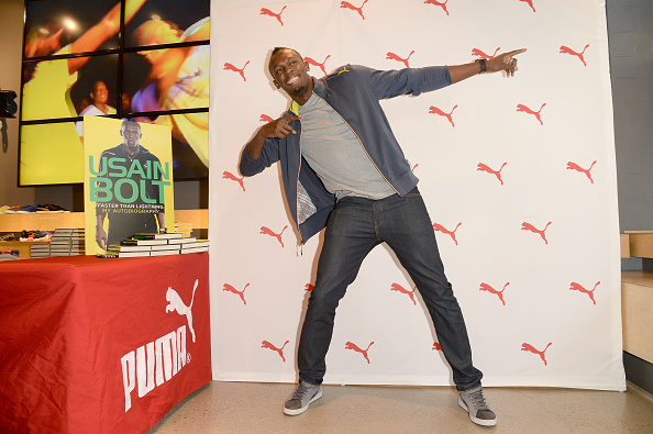 "Book Signing「PUMA Welcomes Usain Bolt For Book Signing Of His Autobiography ""Faster Than Lightning"" At The PUMA Store In Santa Monica」:写真・画像(6)[壁紙.com]"