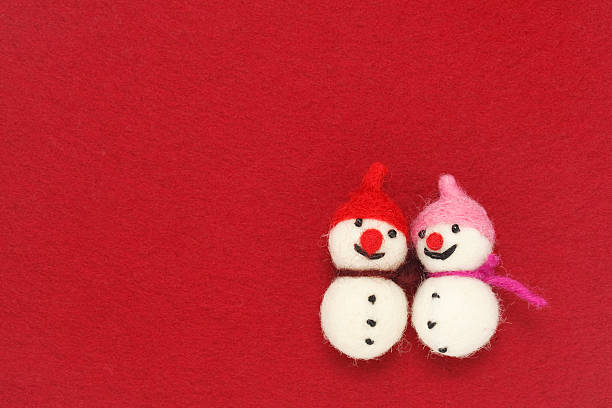 Two felted snowmen:スマホ壁紙(壁紙.com)