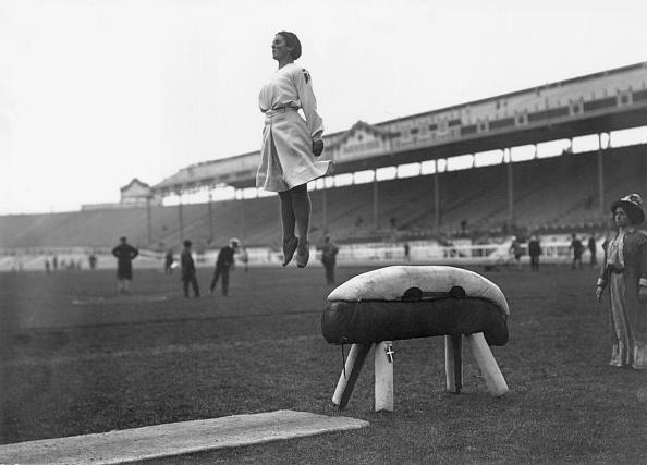 1908年「Pommel Jump」:写真・画像(2)[壁紙.com]