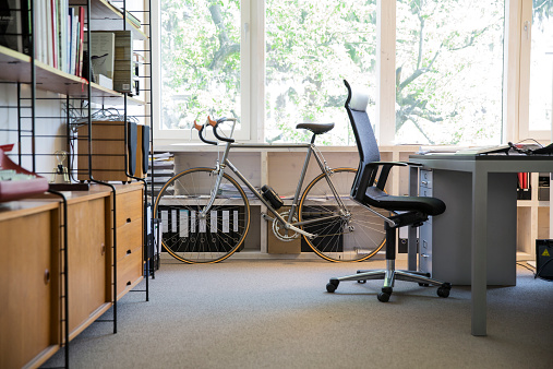 Bicycle「Racing cycle standing at workplace of modern office」:スマホ壁紙(17)