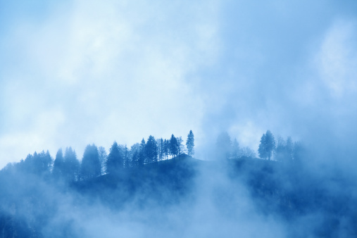 雨「スモーキーな丘」:スマホ壁紙(19)