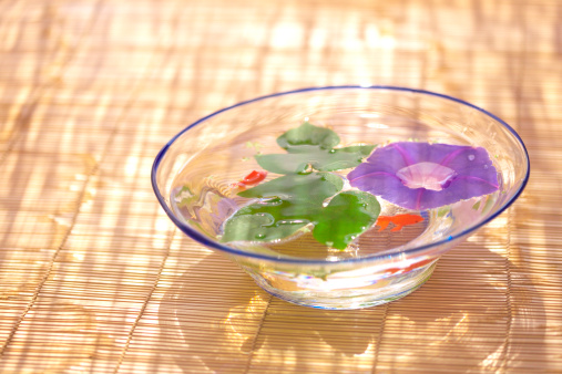 朝顔「Morning glory and goldfish in glass bowl, Kanagawa prefecture, Japan」:スマホ壁紙(13)
