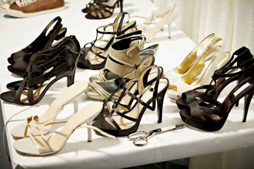 Fashion Show「High heels on table backstage at fashion show」:スマホ壁紙(13)