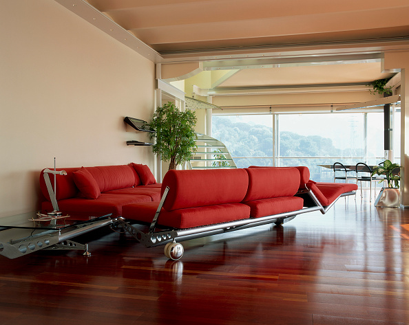 Chaise Longue「View of red couches in an living room」:写真・画像(15)[壁紙.com]