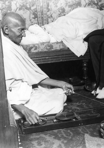Central Press「Spinning Gandhi」:写真・画像(1)[壁紙.com]