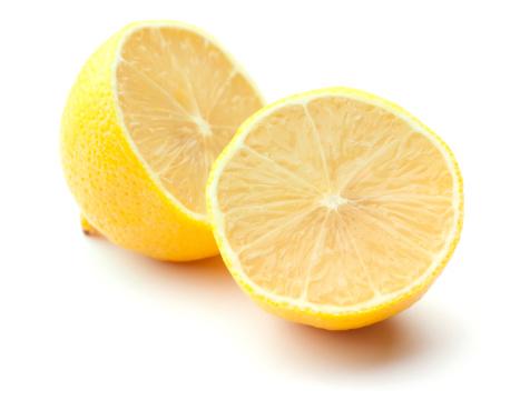 二つ「新鮮なレモンの半分白で分離」:スマホ壁紙(10)