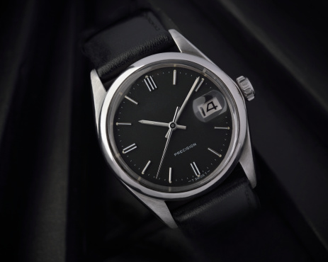 Roman Numeral「Mens stainless steel wristwatch with black face」:スマホ壁紙(0)