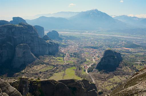 Trikkala「View of Kastraki and rock pillars of Meteora from Great Meteoron Monastery.」:スマホ壁紙(4)